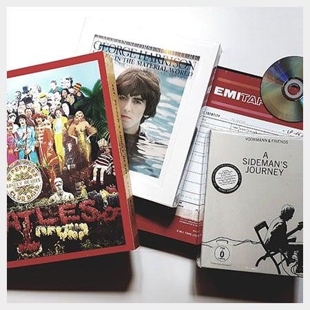 Boxen mit CDs & DVDs
