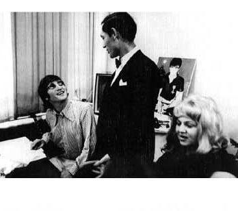Foto-Set JOHN LENNON ICKE BROWN & BETTINA DERLIN, JUNE 1966