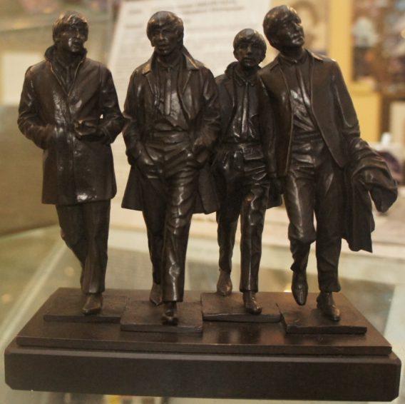 BEATLES-Bronze-Statuen (Liverpool)