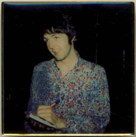 BEATLES Pin PAUL McCARTNEY 1967 in blau