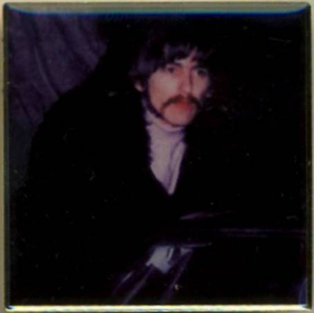 BEATLES Pin GEORGE HARRISON 1967