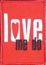 BEATLES: Aufnäher Schriftzug LOVE ME DO